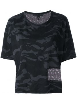 Camiseta cropped camuflada Marc Jacobs