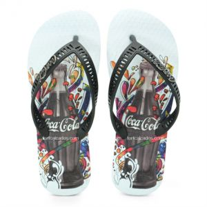 Chinelo Coca-Cola Celebration Branco e Preto - 021.CC0629
