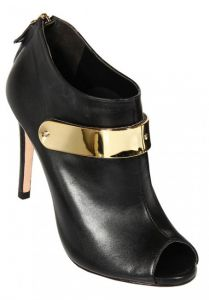 Ankle Boot em Pelica Preto Tira Frontal Metal Ouro     Vill