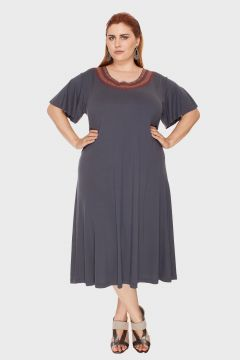 Vestido Peach Skin Bordado Plus Size