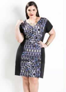 Vestido com Estampa Frontal Preto Plus Size