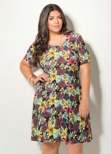 Vestido Floral Quintess Plus Size Manga Curta