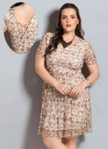 Vestido de Renda Floral Quintess Plus Size