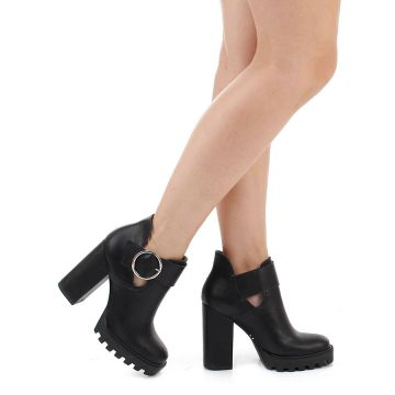 Bota Cut Out Salto Grosso Lara Fivela - Preto